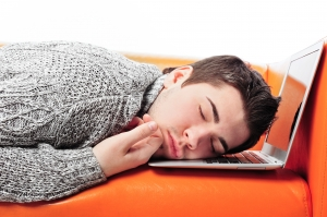 eleve endormi sur PC
